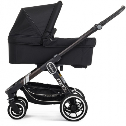 Emmaljunga NXT60F Competition black inclusive carrycot