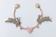 Deine Sommerliebe Pram chain rabbits baby pink