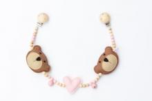 Deine Sommerliebe Pram chain bears baby pink