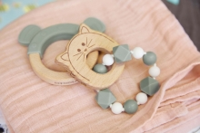 Lässig Wooden teether with bracelet Little Chums Cat